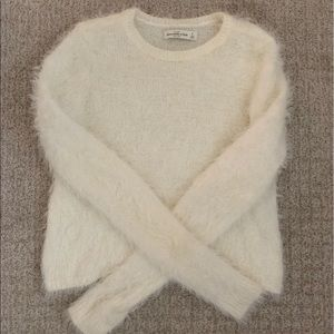 ABERCROMBIE AND FITCH WHITE SOFT FLUFFY SWEATER